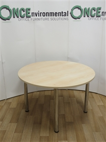 Maple 1200 Diameter Round Table On Chrome LegsMaple used second hand 1200 diameter round table.