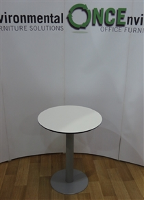 TechoTecho White 600D Round Table On A Chrome Pedestal Base.Techo white 600d round table on a chrome pedestal base.